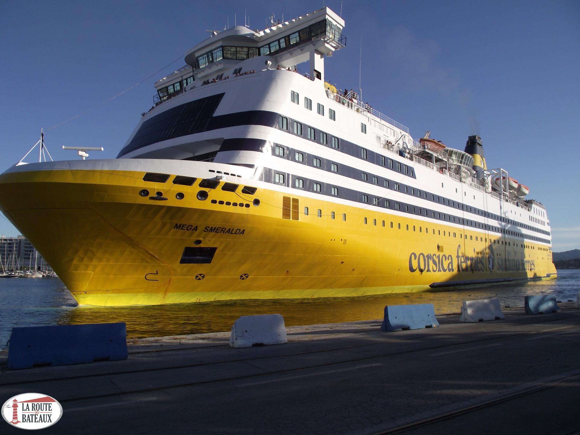 Transport de bateau sur un bateau