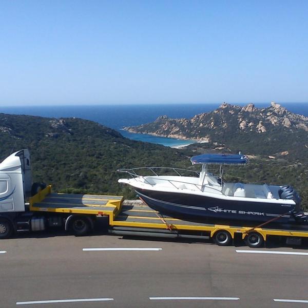 Transport bateau par camion